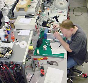 بزرگترین و حرفه ای ترین مرکز آموزش تعمیرات و الکترونیک<br/>(با گذراندن دوره الکترونیک میتوانید براحتی کامپیوتر ، نوت بوک و موبایل تعمیر کنید)<br/><br/> <br/>1. قطعه ش services educational educational