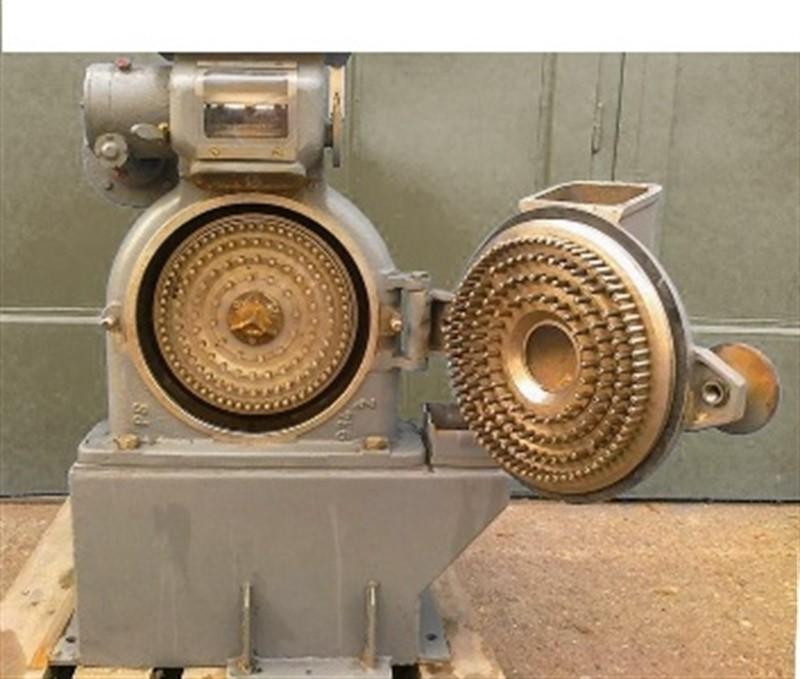 فروش دستگاه اسیاب صنعتی سنگی میکرونی<br/> <br/>آسیاب میکرونیزه -پودر-میکرونیزه<br/>فرآیند آسیاب کردن (تولید پودر) در بسیاری از صنایع و کاربری ها مورد نیاز می باشد industry industrial-machinery industrial-machinery