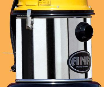 جارو برقی صنعتی یک مو توره ترو خشک<br/><br/>مشخصات فنی:<br/><br/><br/>قدرت موتور :1300 وات<br/>میزان جریان هوا : 70لیتر برثانیه <br/>قدرت مکش :171 mbar<br/>حجم مخزن : 40 لیتر <br/>قطر لو industry cleaning cleaning