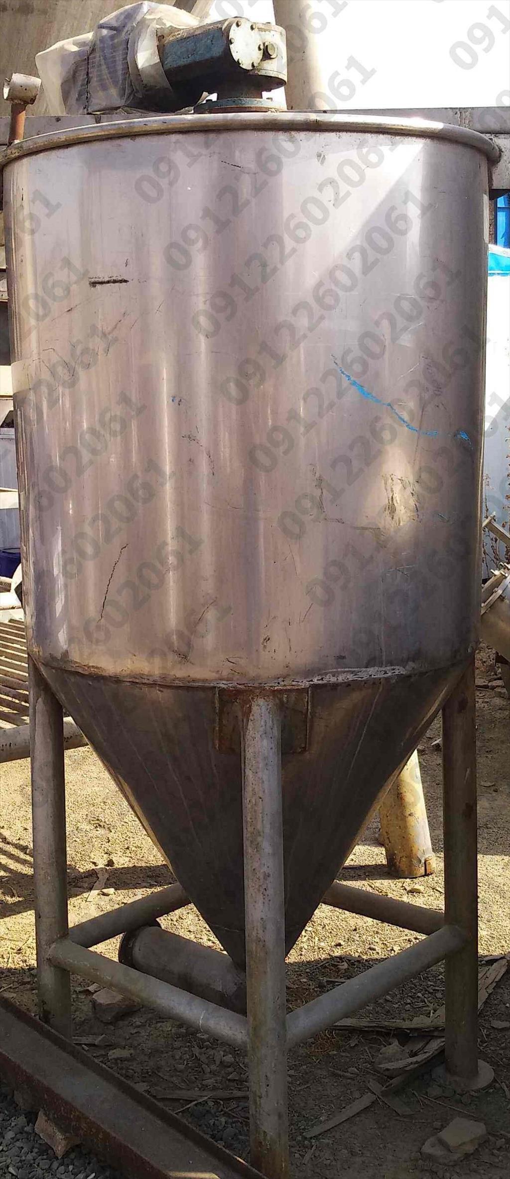 یک مخزن استیل با مشخصات زیر و قیمت مناسب به فروش میرسد:<br/>حجم مخزن: 1100 لیتر<br/>ارتفاع 250<br/>جنس ورق: استیل 304  industry machinary machinary