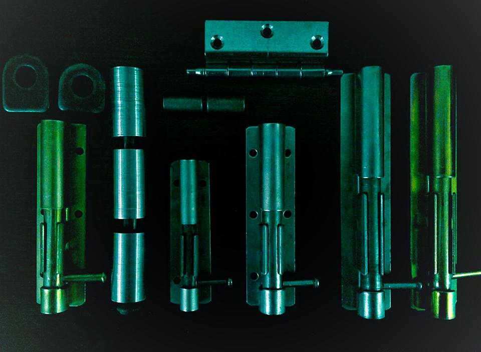 مهتاب صنعت سپاهان توليدکننده يراق آلات درب وپنجره آهني ازقبيل:کشاب وجاقفلي(روغنی و طلايي)وانواع لولا(دوپارچه،سه پارچه وسرنيزه يافلزي)03142602927 همراه industry tools-hardware tools-hardware