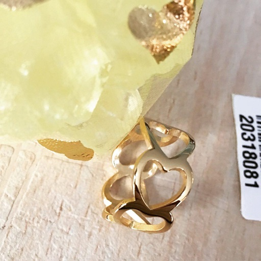 انگشتر عمده متنوع قلب در زیوران مناسبت های ویژه<br/>انگشتر عمده قلب تو خالی زیوران به صورت یک حلقه طلایی بوده که دور تا دور حلقه انگشتر عمده ، قلب های تو  buy-sell personal watches-jewelry