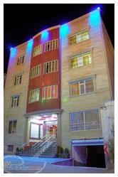 اولین هتل استاندارد سازی شده در شهر توریستی سرعین میباشد از افتخارات هتل در سا تاکسی سرویس و پارکینگ سرپوشیده میباشدلهای 92و93 بعنوان واحد نمونه ازطرف tour-travel hotel hotel